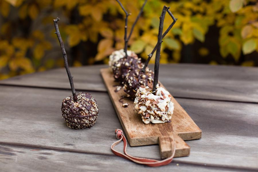 karamell pfel mit schokolade und amaranth quinoa nuss topping. Black Bedroom Furniture Sets. Home Design Ideas